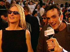 Talking to E!'s camera with Helen Hunt